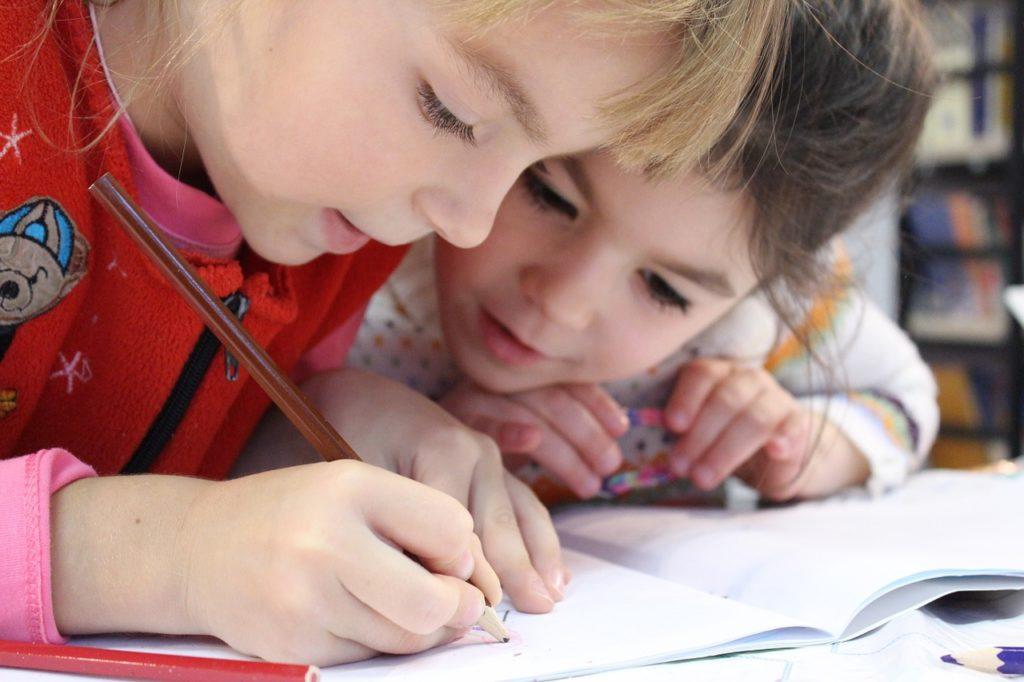 ADHD costante disattenzione e difficoltà di concentrazione unita ad iperattività motoria