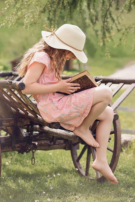DSA - Ragazza che legge un libro